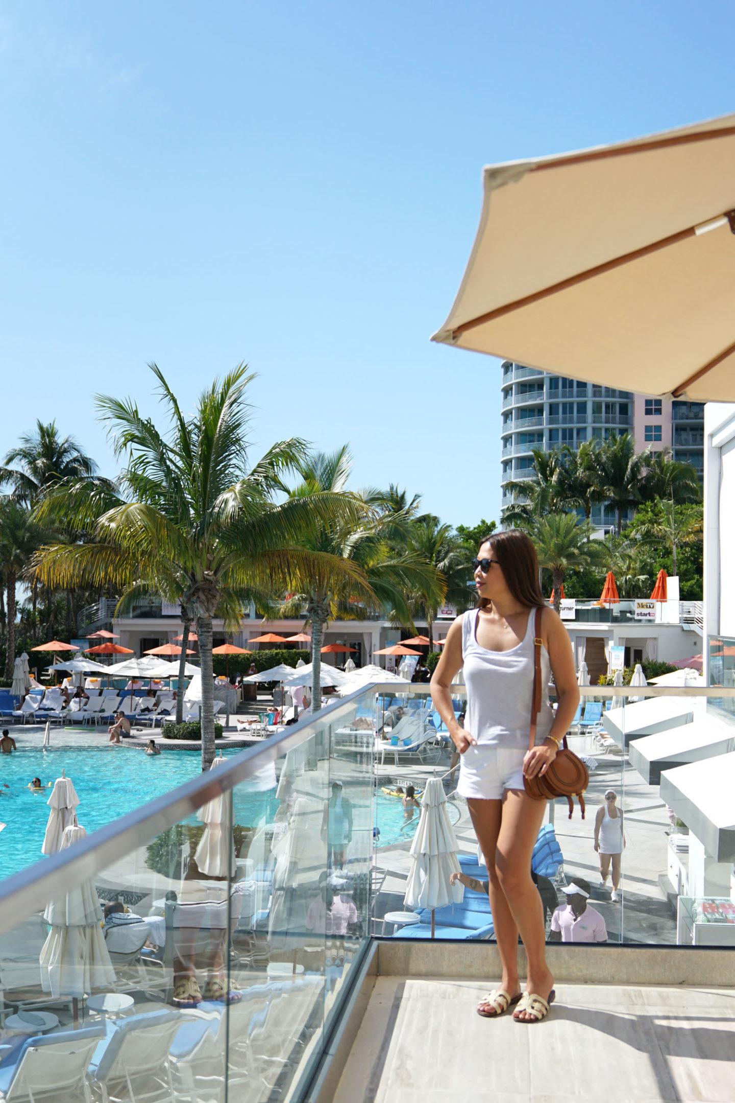 Loews Miami Beach Hotel, débardeur Jcrew, 7 courts métrages pour hommes, Chloe Mini Marcie