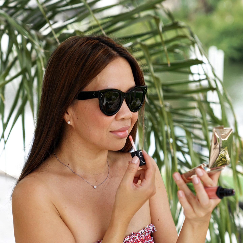 NARS Lip Tint Plan d'évasion Tory Burch Costa Bandeau Bikini Lunettes de soleil rondes Céline