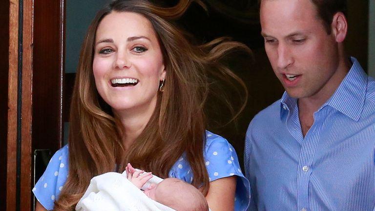Kate et William présentant bébé George au monde en 2013