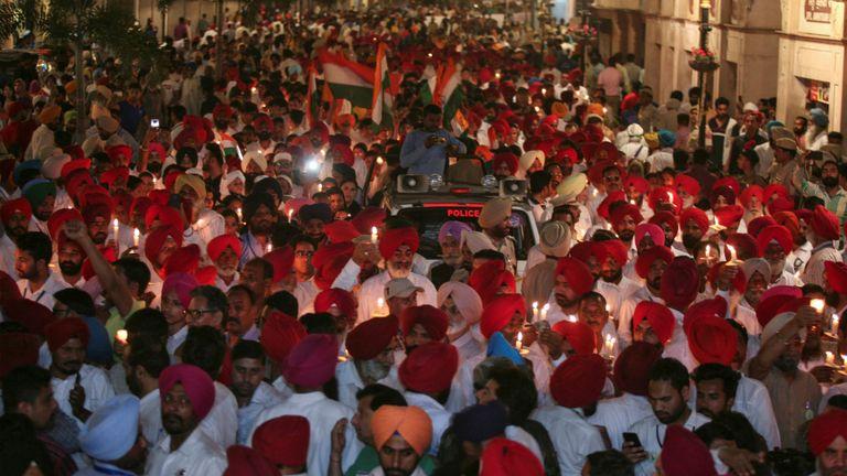 Une veillée aux chandelles rend hommage au mémorial de Jallianwala Bagh vendredi soir