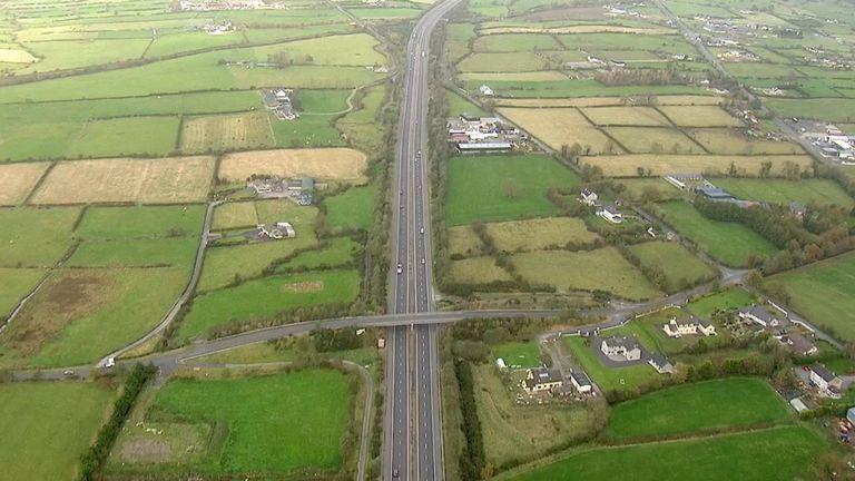 Le gouvernement irlandais dit qu'il discute des options pour la frontière avec l'UE