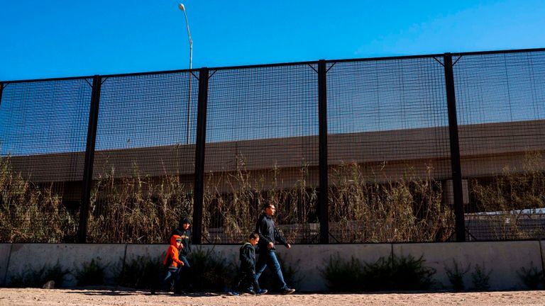 La clôture sera érigée à Yuma en Arizona et à El Paso au Texas