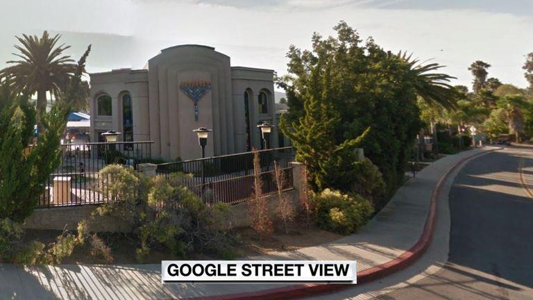 Une fusillade à la synagogue a fait au moins deux blessés. Pic: Google Street View