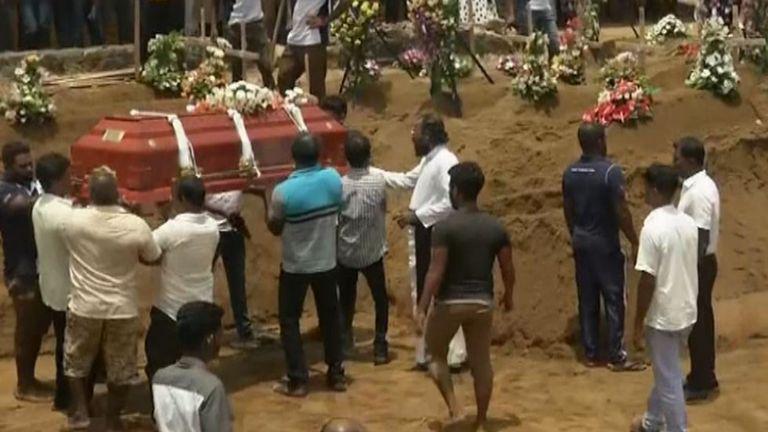 Inhumations massives au Sri Lanka à la suite d'attentats à la bombe terroristes