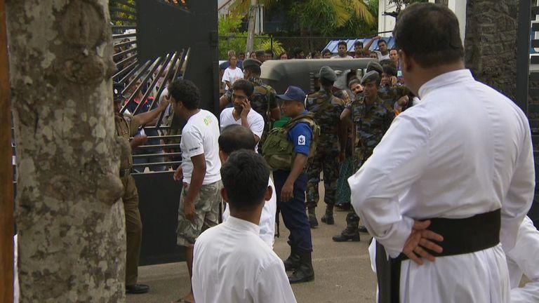La scène à Negombo près du lieu des attaques un jour après.