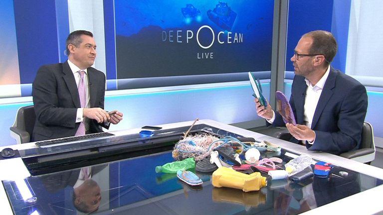Le correspondant scientifique Thomas Moore a parlé des déchets plastiques qu'il a vus dans les eaux autour des Seychelles.
