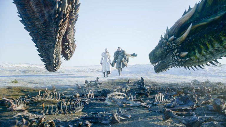 Jon Snow et Daenerys Targaryen dans le premier épisode de la série finale de Game Of Thrones. Pic: Sky Atlantic / NOW TV / HBO