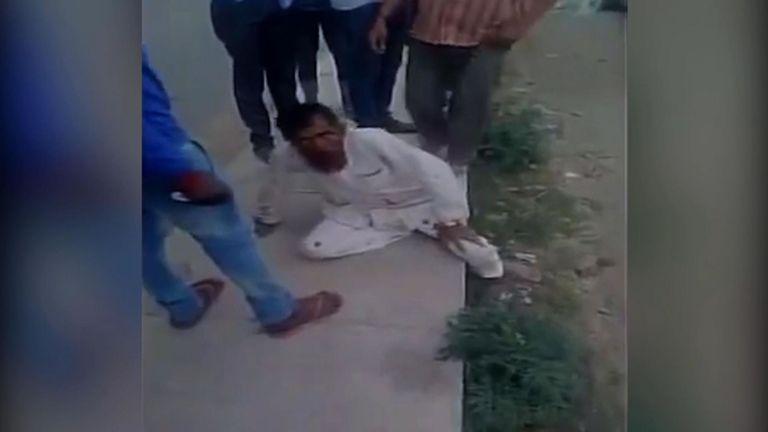Pehlu Khan battu par des miliciens hindous