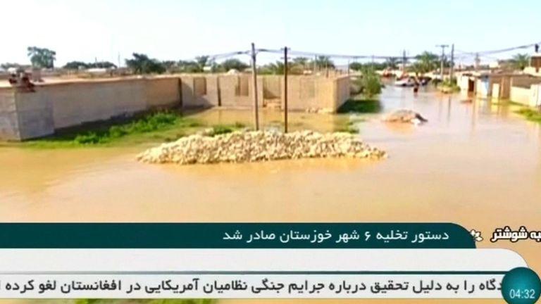 Environ 70 personnes sont mortes dans les inondations