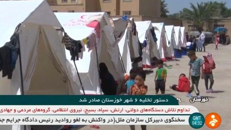 Des camps de fortune sont installés pour ceux qui ont quitté leur ville