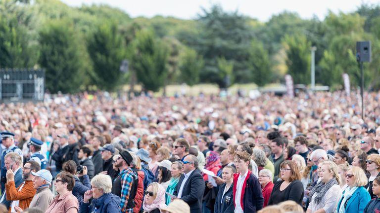On estime que 20 000 personnes ont assisté au service à Christchurch
