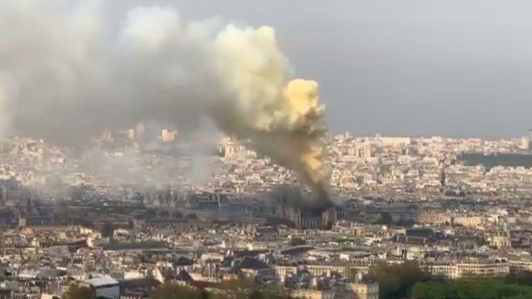La cathédrale Notre-Dame est en feu. Pic: Twitter / trafalghar