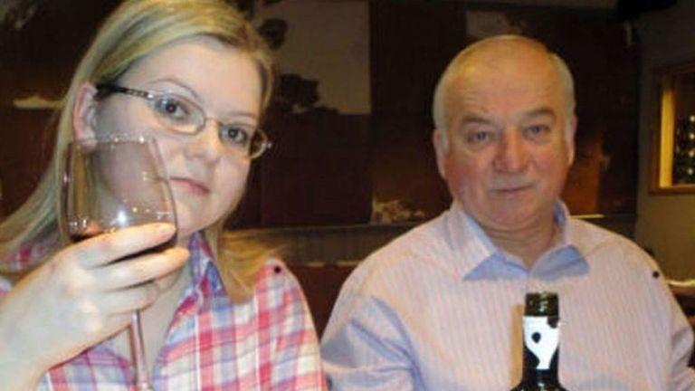 Sergueï et Yulia Skripal ont été attaquées à Novichok et retrouvées affalées sur un banc à Salisbury en mars