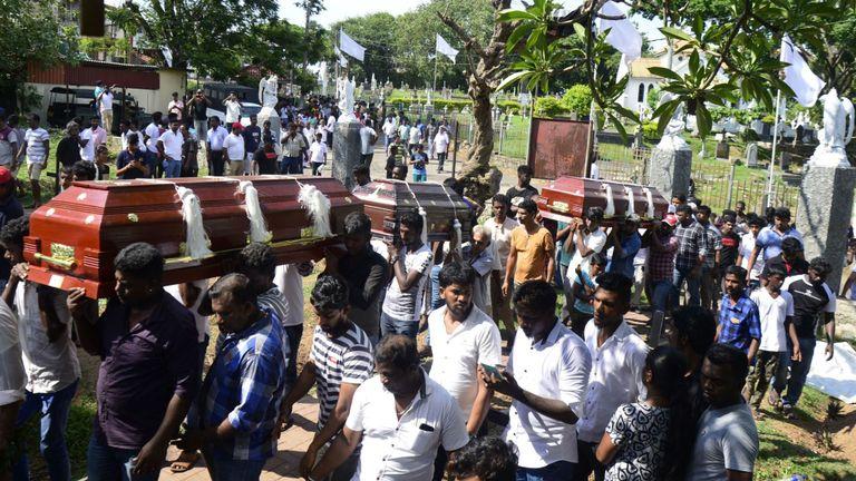 Cortège funèbre pour les victimes décédées lors de l'attaque de dimanche