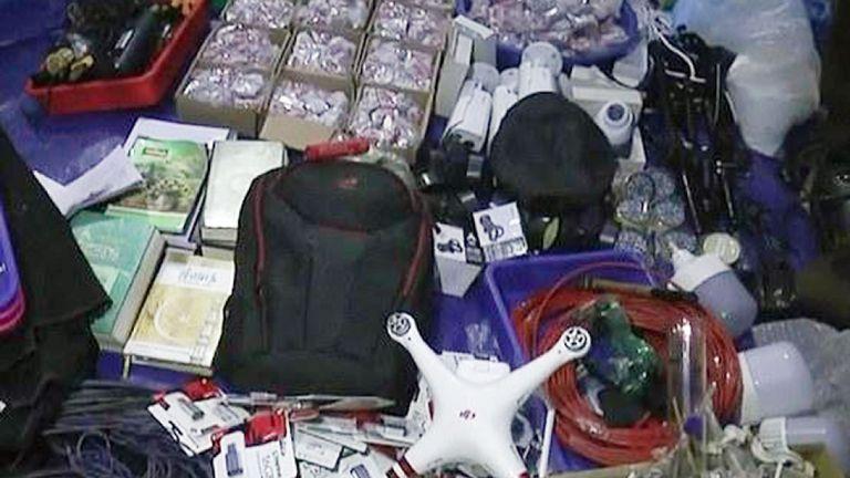 Du matériel de fabrication de bombes a été trouvé dans les raids