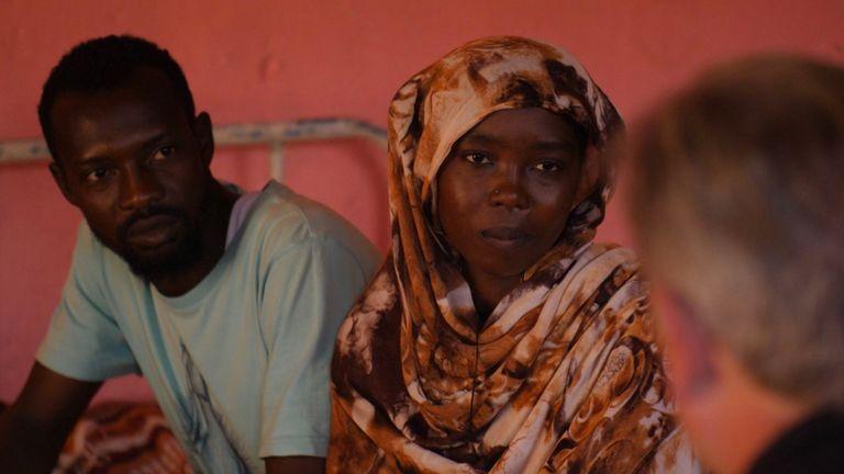 """Omar (à gauche) et Fatma Abubakr (à droite) espèrent que le Soudan redeviendra """"bon""""."""