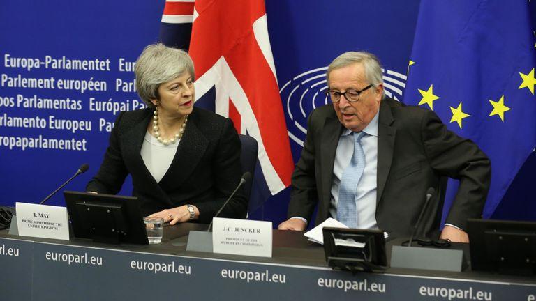 Theresa May et Jean-Claude Juncker à la suite de leurs dernières discussions sur le backstop irlandais