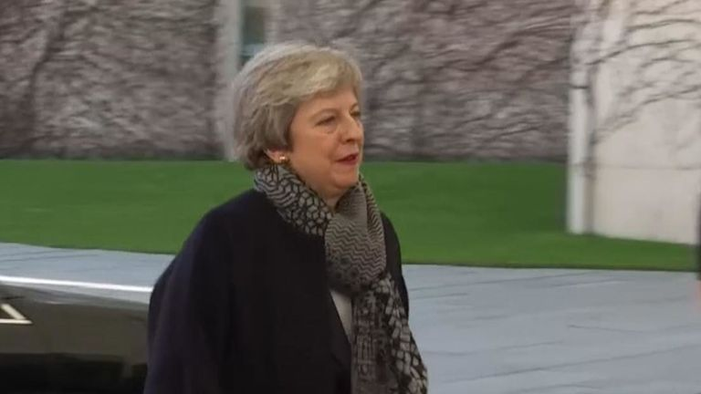 Theresa May arrive tôt pour rencontrer Merkel à Berlin
