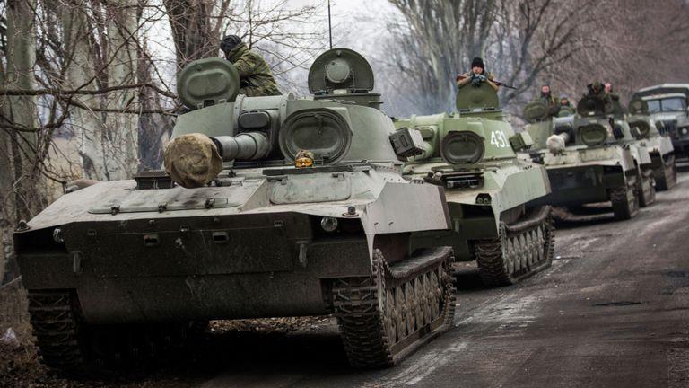 Des rebelles pro-russes auraient déplacé des chars et des armes lourdes hors de la ligne de front des combats conformément à l'accord de Minsk II