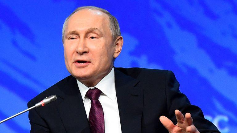 À Saint-Pétersbourg, Vladimir Poutine