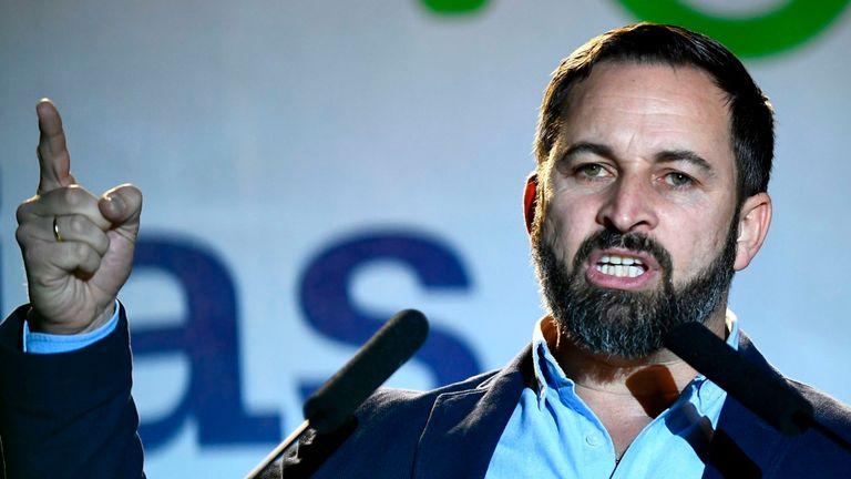 Le leader de Vox, Santiago Abascal, s'adresse aux supporters après le résultat
