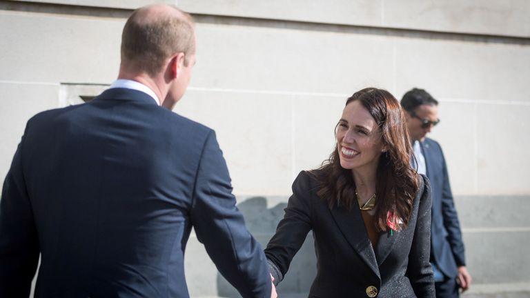 Le Prince William accueille la première ministre néo-zélandaise, Jacinda Ardern, lors d'une cérémonie organisée à l'occasion de la journée ANZAC à Auckland, en Nouvelle-Zélande, le 25 avril 2019. Mark Tantrum / Le gouvernement néo-zélandais / Document de travail