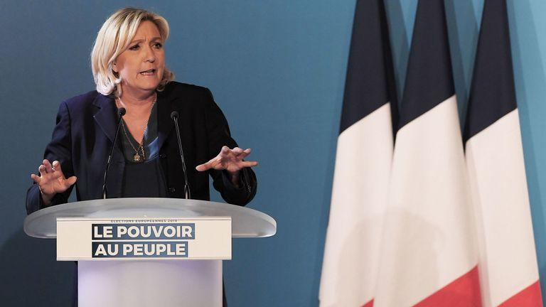 Marine Le Pen déclare sa victoire sur Macron