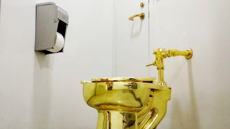 Les toilettes entièrement en or ont été utilisées par plus de 100 000 visiteurs