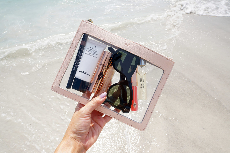 Pochette transparente édité quotidiennement en rose pâle | Le look book beauté