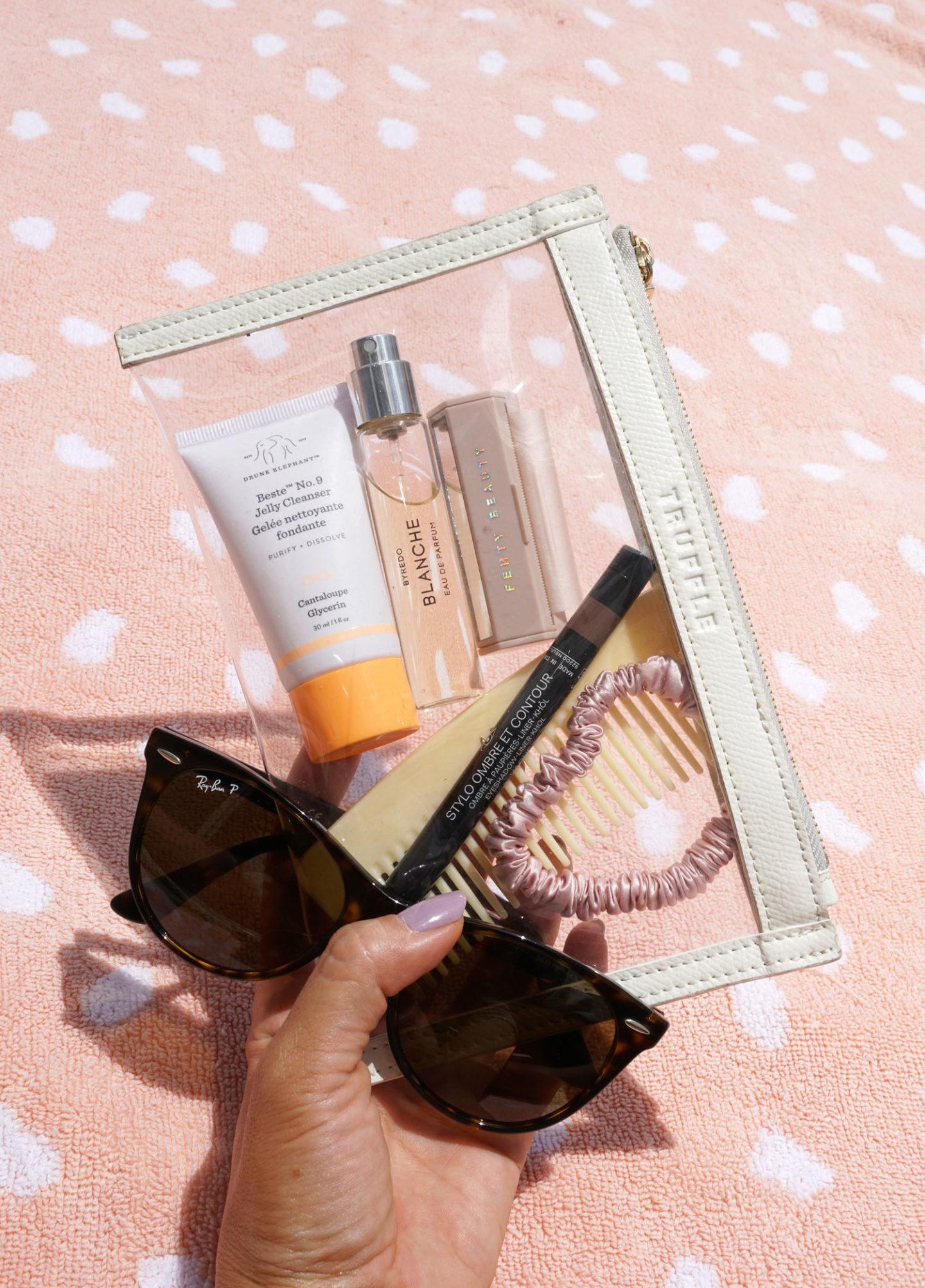 Ce qui est dans mon sac, trousse de maquillage transparente Truffle Mini | Le look book beauté