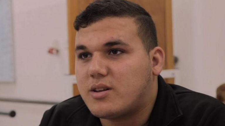 Abdullah, 18 ans, a perdu ses deux jambes quand elles ont été brisées par une balle