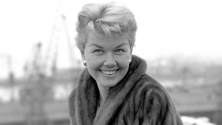 Doris Day à l'étranger The Cunard Liner Queen Elizabeth à Southampton