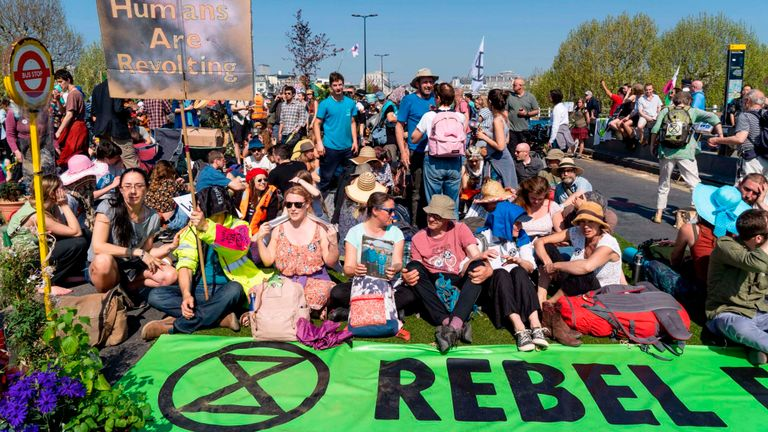 Activistes du changement climatique sur le pont de Waterloo à Londres le mois dernier