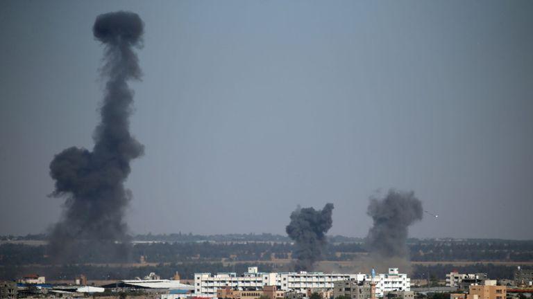 Israël a tiré des frappes aériennes de représailles dans le sud de Gaza