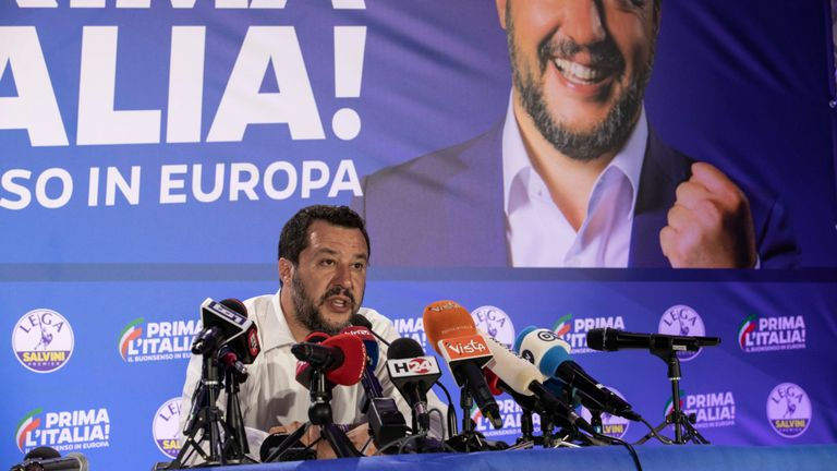 Matteo Salvini participe à une conférence de presse après les résultats des élections au Parlement européen
