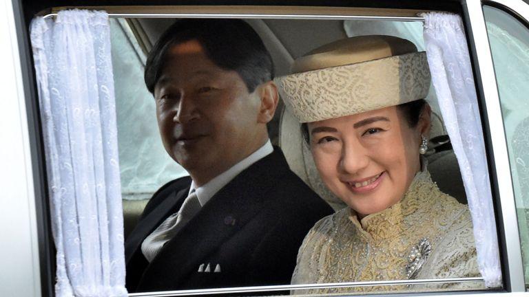 Le prince héritier Naruhito et la princesse héritière Masako arrivent pour la cérémonie d'abdication