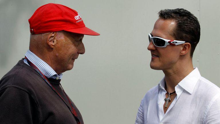 Lauda avec son compatriote légende de la F1, Michael Schumacher, en 2010