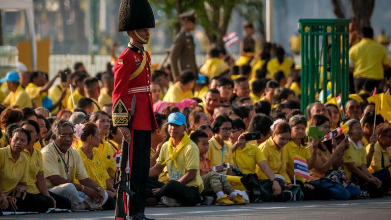 Bangkok, Thaïlande - 5 mai: une garde royale participe à une procession de terre royale pour le roi Maha Vajiralongkorn le 5 mai 2019 à Bangkok, en Thaïlande. La Thaïlande a célébré son premier couronnement pour la première fois depuis près de sept ans. Le roi Maha Vajiralongkorn, alias Rama X, a été couronné samedi après une longue période de deuil pour le roi Bhumibol Adulyadej, décédé en octobre 2016 à l'âge de 88 ans. Le roi Vajiralongkorn aurait coûté environ 31 millions de dollars à une cérémonie complexe de trois jours