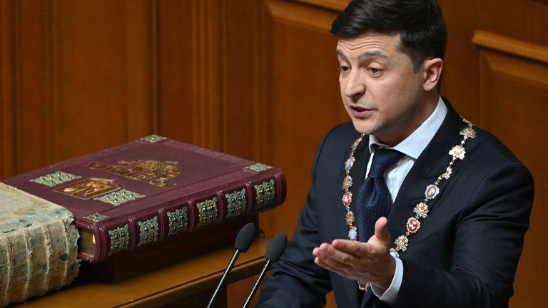Le président ukrainien Volodymyr Zelensky prononce un discours lors de sa cérémonie d'inauguration au parlement à Kiev le 20 mai 2019