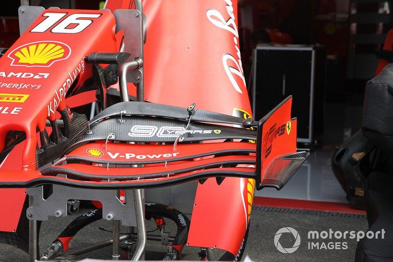 Détail de laile avant de la Ferrari SF90