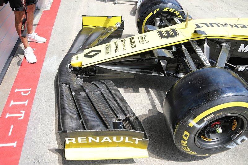 Renault R.S. 19, aile avant