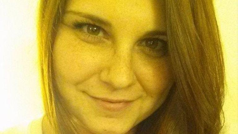 Heather Heyer a été tuée quand elle a été heurtée par une voiture alors qu'elle traversait une rue