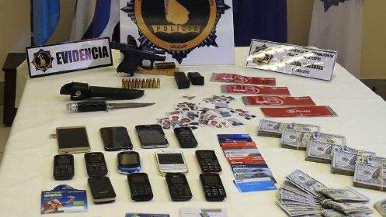 Certains objets confisqués par la police. Pic. Ministère de l'intérieur uruguayen