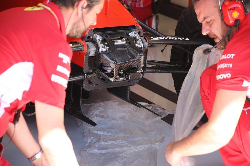 Ferrari SF90, avant