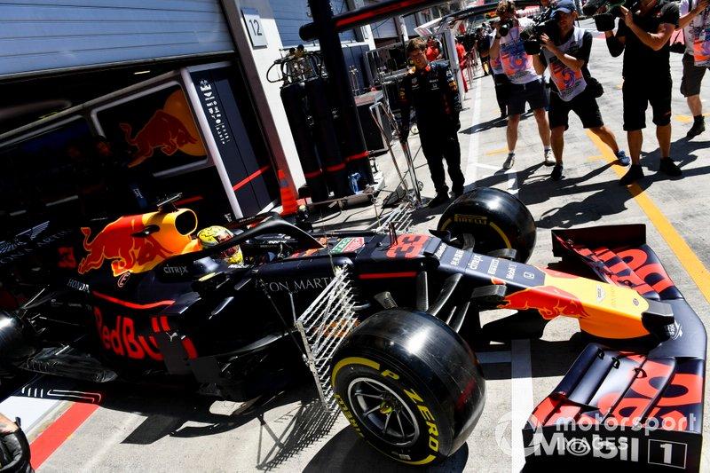 Max Verstappen, Red Bull Racing RB15, quitte le garage avec des capteurs fixés