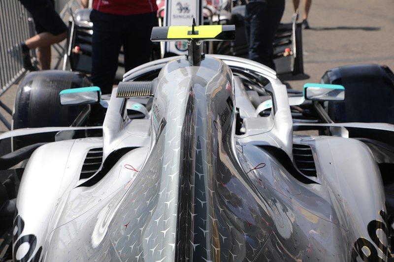 Détail de la carrosserie arrière de la Mercedes AMG F1 W10