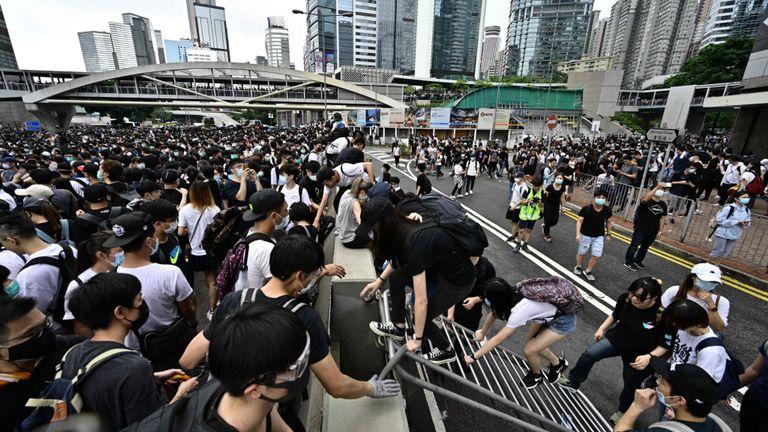 Les manifestants occupent Harcourt Road près du siège du gouvernement à Hong Kong le 12 juin 2019