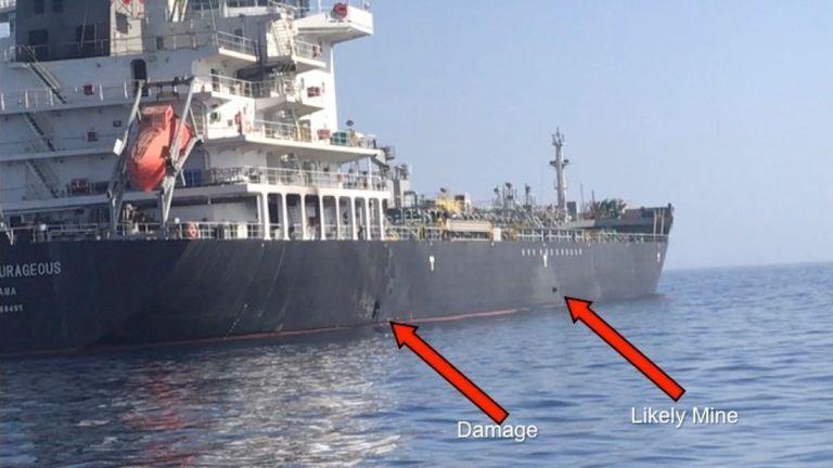 Une image du US Central Command montre une possible mine et des dégâts sur le Kokuka Courageous