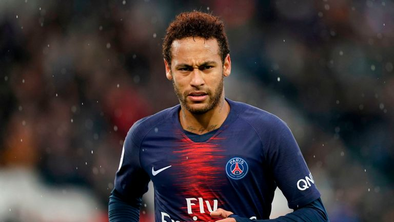 Neymar joue pour le champion de France Paris Saint Germain