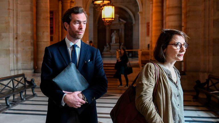Le fils de Sophie Toscan du Plantier, Pierre-Louis Baudey-Vignaud, à la cour de Paris avec son avocat